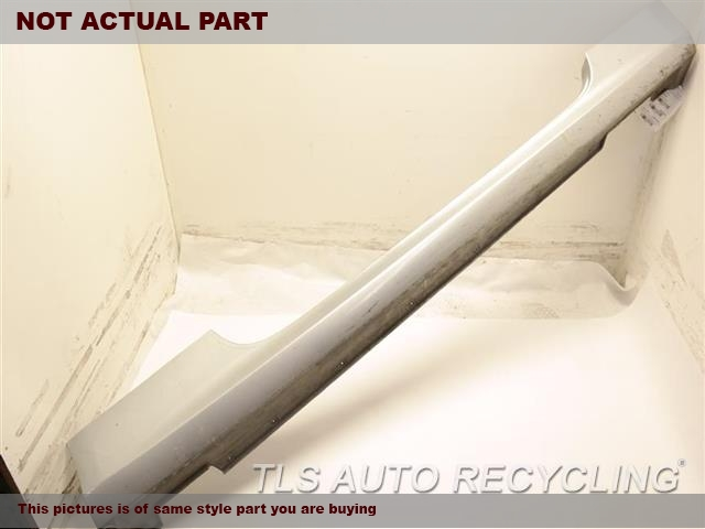 2013 Hyundai GENESIS Rocker Pnl Moulding. 877513M100  CENTER SECTION HAS SCUFF WHITE DRIVER SIDE ROCKER PANEL