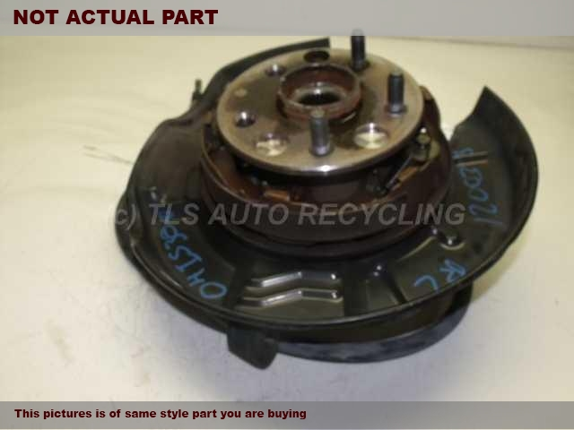 2001 Lexus IS 300 rear nuckle / stub axle. RH