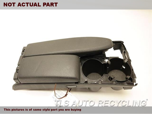 2013 Mercedes C250 Console front and Rear. 20468006399F59  BLACK CENTER CONSOLE LEATHER LID