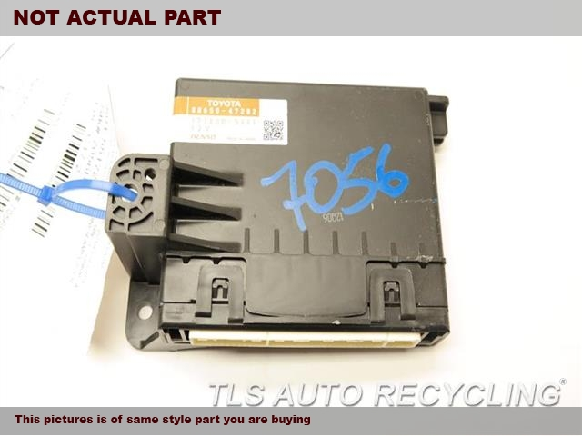 2012 Toyota PRIUS V Chassis Cont Mod. 88650-47280 AIRCONDITIONER AMPLIFIER